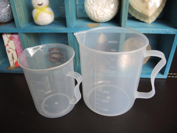 C2塑膠量杯(300cc)*1個